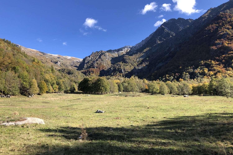 Il villaggio alpino di Vonzo, il Santuario del Ciavanis e il Roc d'le Masche nelle Valli di Lanzo